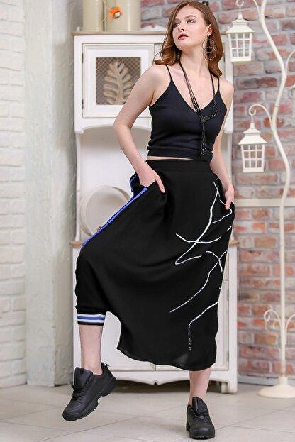 Chiccy Kadın Siyah Tek Paçası Lastik Detaylı Diğeri Açık Çizgisel Baskılı Şalvar Pantolon  M10060000PN99192