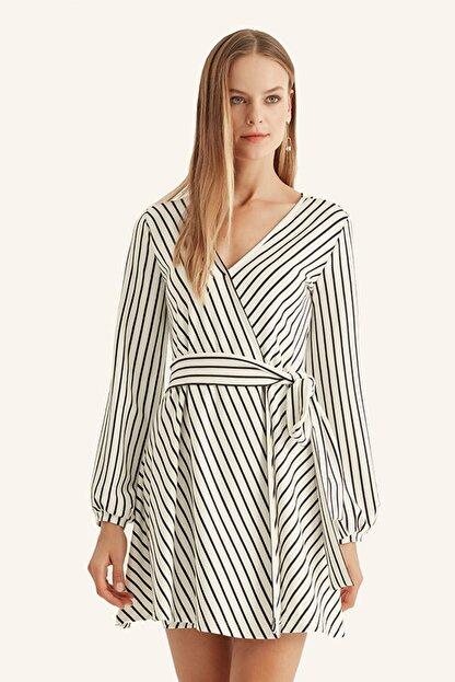 Hanna's Kadın Beyaz Çizgili Kruvaze Kemerli Elbise HN1016