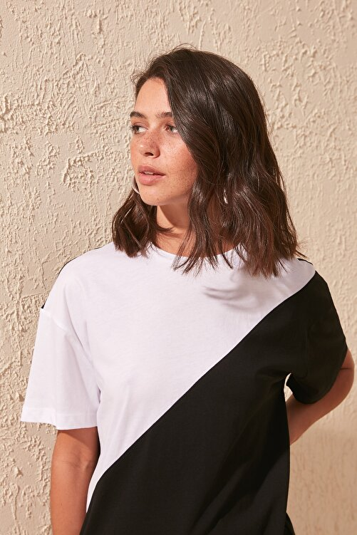TRENDYOLMİLLA Siyah Renk Bloklu Boyfriend Örme T-shirt TWOSS19GS0048 1