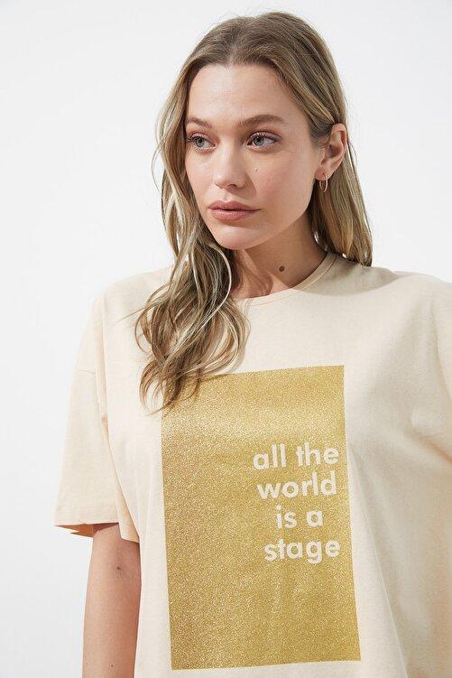 TRENDYOLMİLLA Bej Sim Baskılı Boyfriend Örme T-Shirt TWOSS20TS0419 2