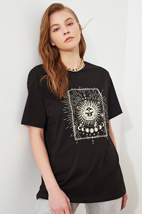 TRENDYOLMİLLA Siyah Baskılı Boyfriend Örme T-Shirt TWOSS20TS0247 1