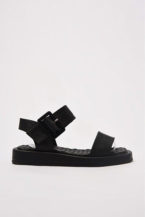TRENDYOL SHOES Siyah Kalın Tabanlı Tokalı Kadın Sandalet TAKSS21SD0032 2