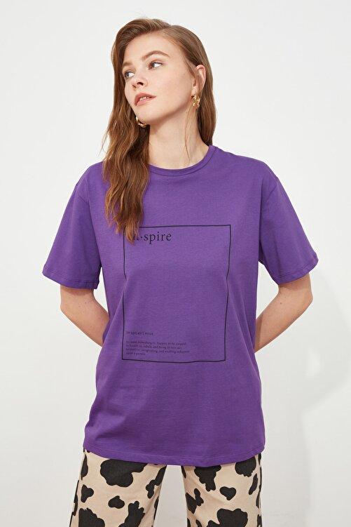 TRENDYOLMİLLA Mor Baskılı Boyfriend Örme T-Shirt TWOSS20TS0755 1