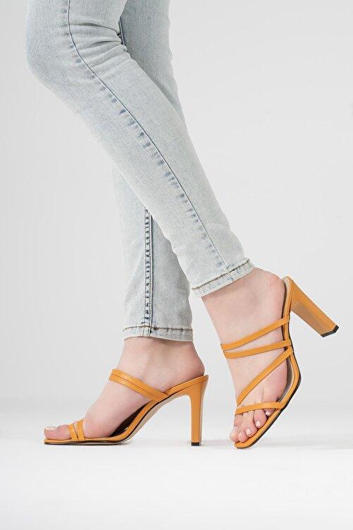 CZ London Kadın Turuncu İnce Bantlı Dikdörtgen Topuklu Sandalet 2