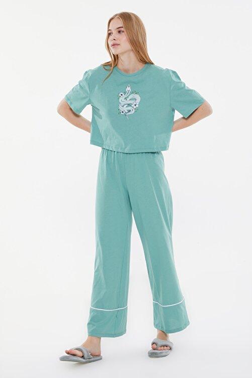 TRENDYOLMİLLA Yeşil Baskılı Örme Pijama Takımı THMSS21PT0953 2