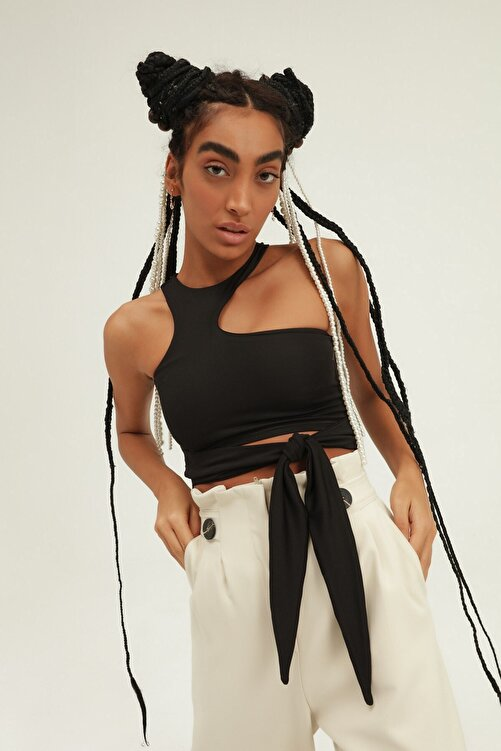 Quzu Kadın Siyah Dekolte Detaylı Bağlamalı Bluz 1