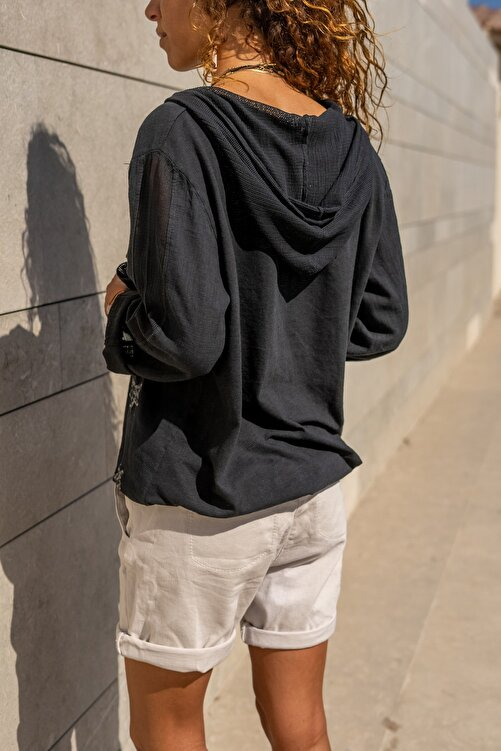 Güneşkızı Kadın Siyah Yıkamalı Keten Fileli Yıldız Pullu Kapüşonlu Bluz GK-RSD2046 2