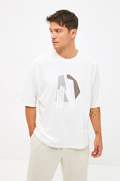 TRENDYOL MAN Ekru Erkek Kısa Kollu Oversize Fit Baskılı T-Shirt TMNSS21TS1075 1
