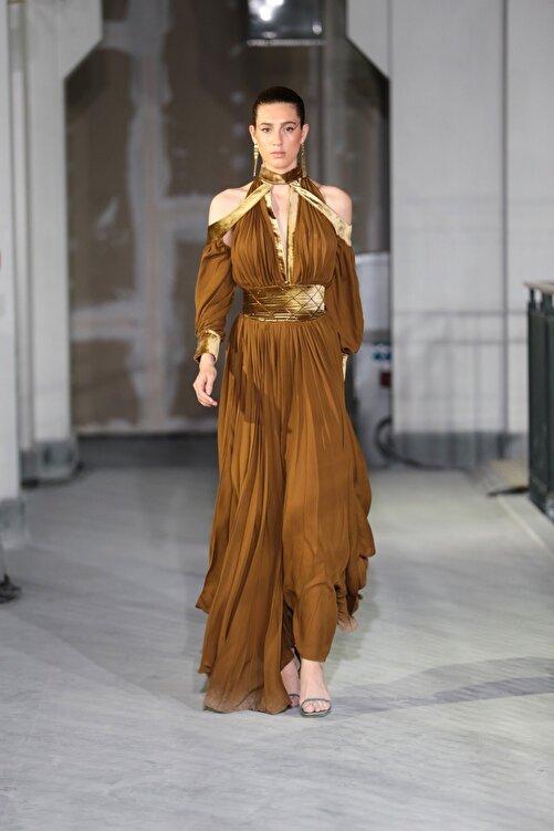 Tuba Ergin Kadın Kahverengi  Maxi Piliseli Kadife Korsaj Detaylı Seccra Elbise 2