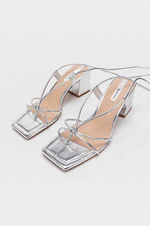 Stradivarius Bağcıklı Bantlı Topuklu Sandalet 2