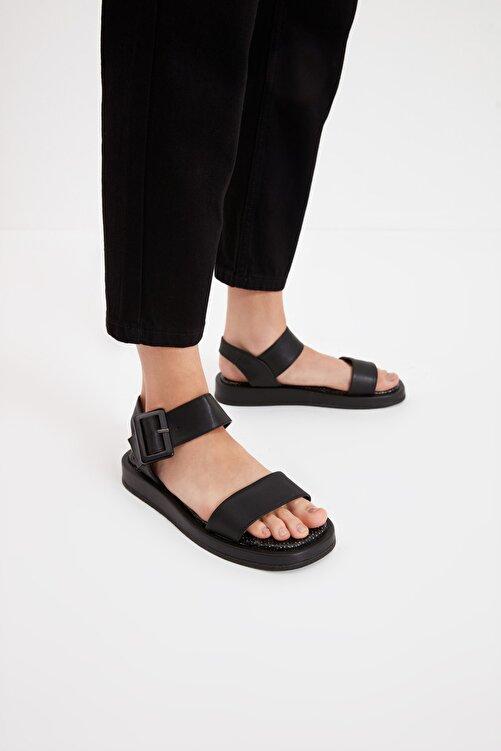 TRENDYOL SHOES Siyah Kalın Tabanlı Tokalı Kadın Sandalet TAKSS21SD0032 1