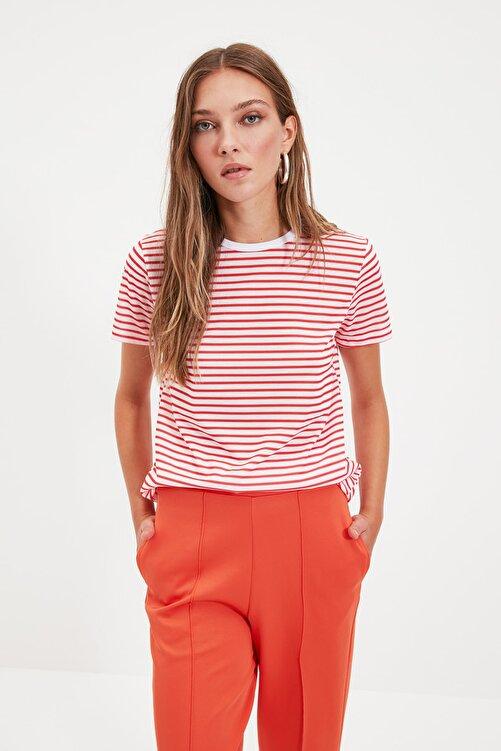 TRENDYOLMİLLA Kırmızı Çizgili Basic Örme T-Shirt TWOSS21TS0904 1