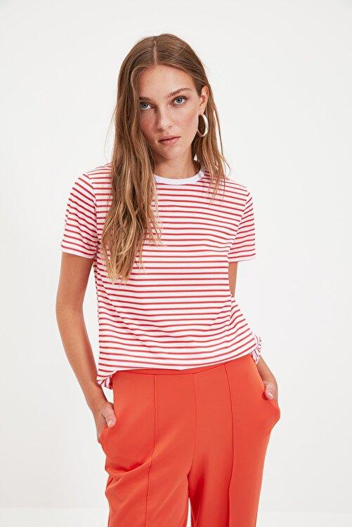 TRENDYOLMİLLA Kırmızı Çizgili Basic Örme T-Shirt TWOSS21TS0904 2
