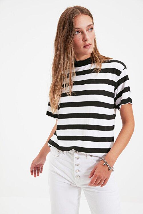 TRENDYOLMİLLA Çok Renkli Çizgili Basic Dik Yaka Örme T-Shirt TWOSS21TS1204 1