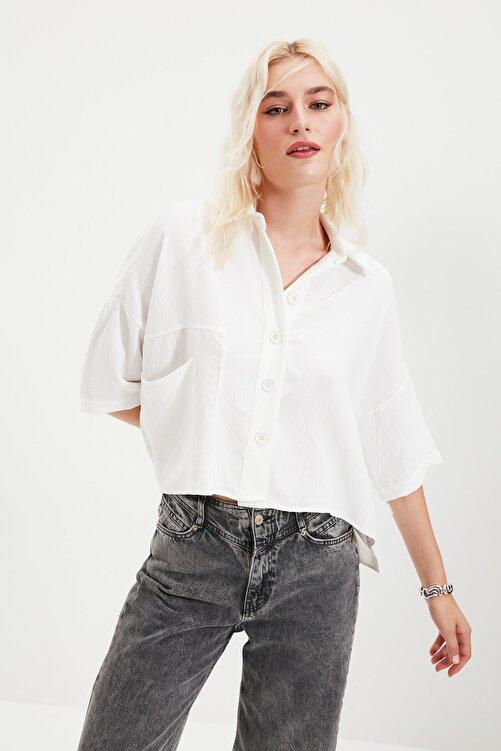 TRENDYOLMİLLA Beyaz Bol Kesim Gömlek TWOSS20GO0381 1