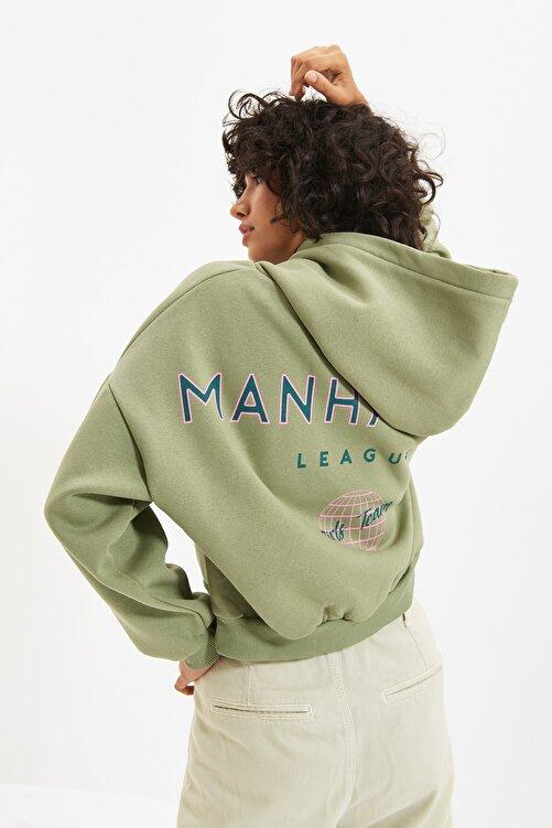 TRENDYOLMİLLA Mint Sırt Baskı Detaylı Kapüşonlu Örme Şardonlu Sweatshirt TWOAW22SW0711 1