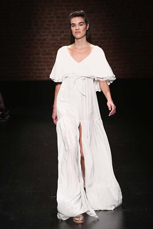 Meltem Özbek Kadın Beyaz V Yaka Volan Detaylı Uzun Elbise 1