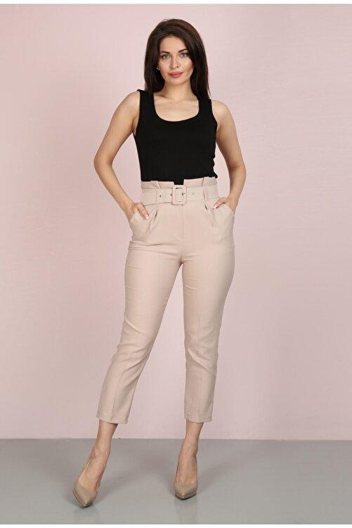 ChiChero Kadın Bej Havuç Pileli Kalın Kemerli Kumaş Pantolon 1
