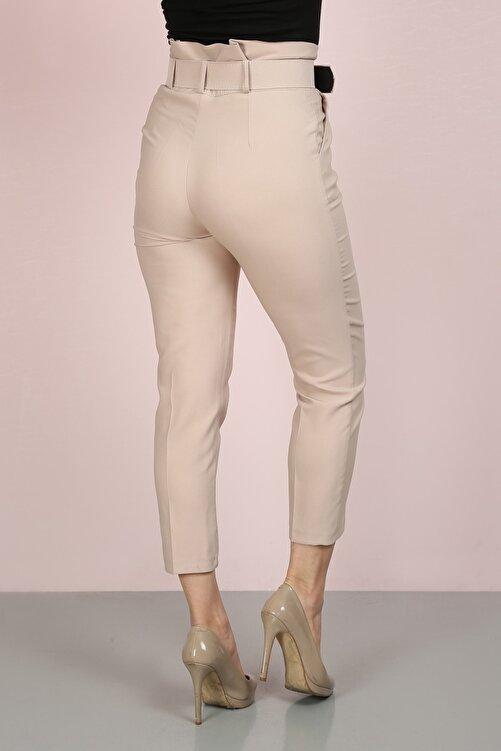 ChiChero Kadın Bej Havuç Pileli Kalın Kemerli Kumaş Pantolon 2