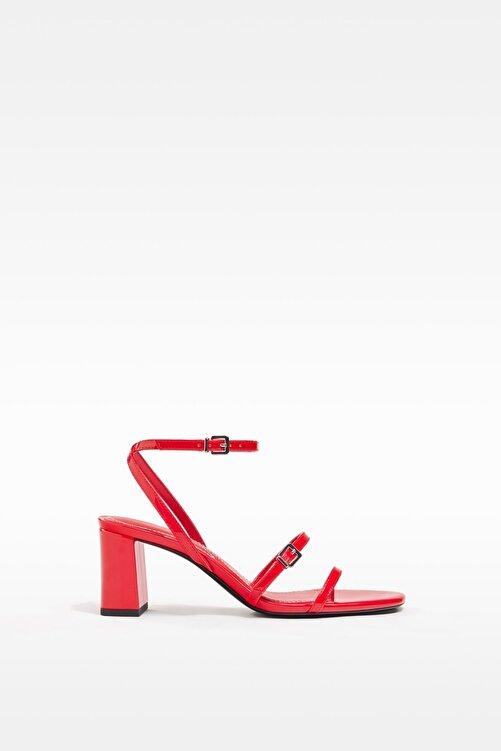 Bershka Orta Boy Topuklu Suni Rugan Bantlı Sandalet 1