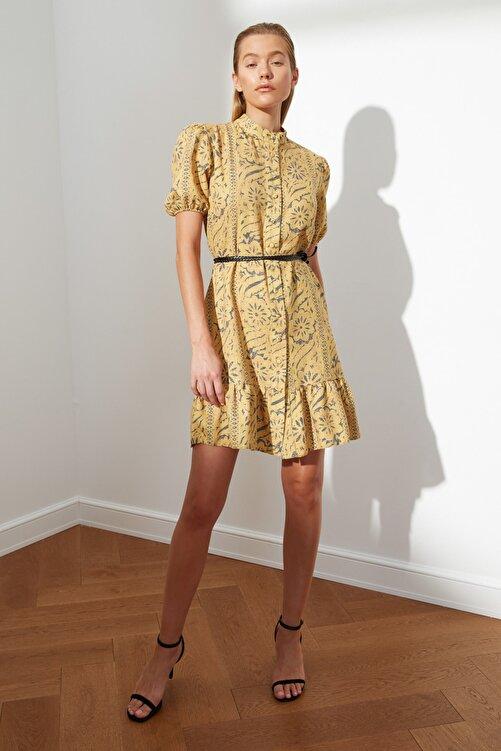 TRENDYOLMİLLA Hardal Kuşaklı Desenli Elbise TWOSS21EL2622 1