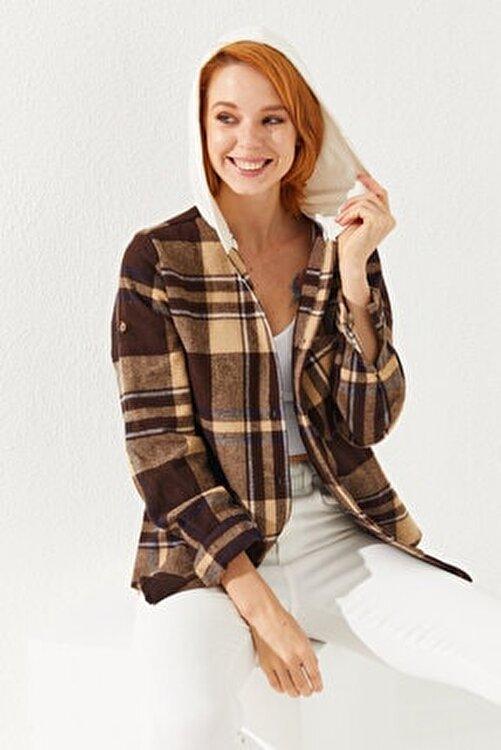 Reyon Kadın Kahverengi Kapüşonlu Ekose Gömlek 1