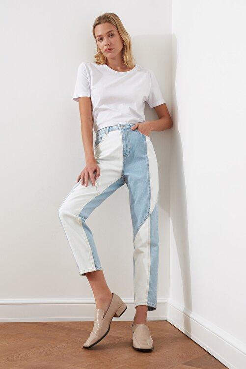 TRENDYOLMİLLA Açık Mavi Beyaz Renk Bloklu Dikiş Detaylı Yüksek Bel Mom Jeans TWOSS21JE0104 2