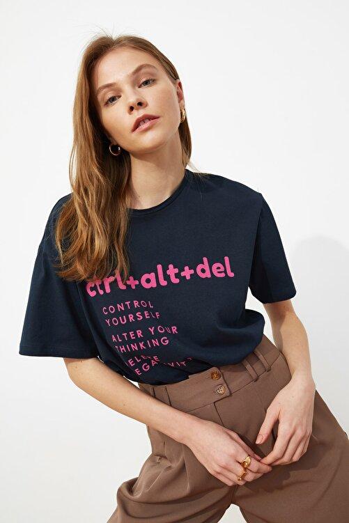TRENDYOLMİLLA Lacivert Baskılı Boyfriend Örme T-Shirt TWOSS21TS0118 1