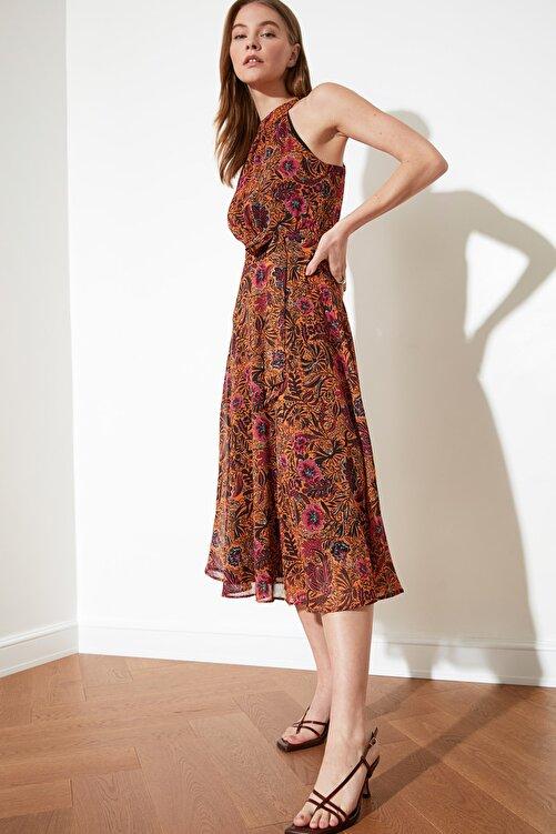 TRENDYOLMİLLA Turuncu Kuşaklı Çiçek Desenli Halter Yaka Elbise TWOSS20EL2536 2