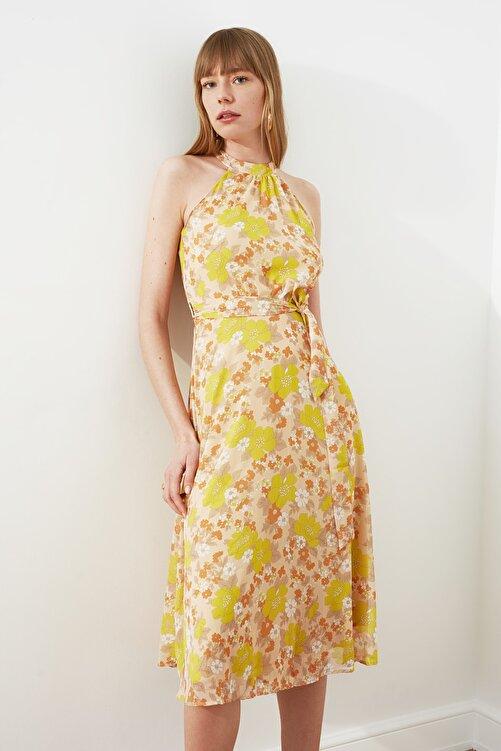 TRENDYOLMİLLA Sarı Kuşaklı Çiçek Desenli Halter Yaka Elbise TWOSS20EL2536 2