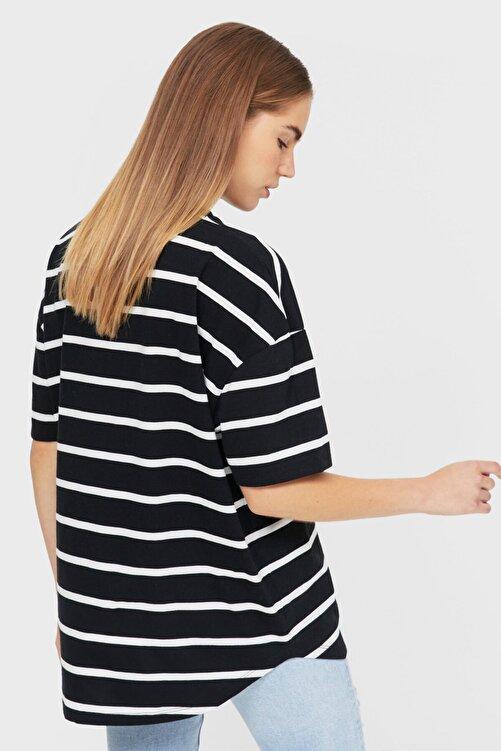 Stradivarius Kadın Siyah Çizgili Uzun Basic T-shirt 2
