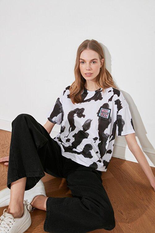 TRENDYOLMİLLA Beyaz Baskı Detaylı Örme T-Shirt TWOSS20TS0787 1