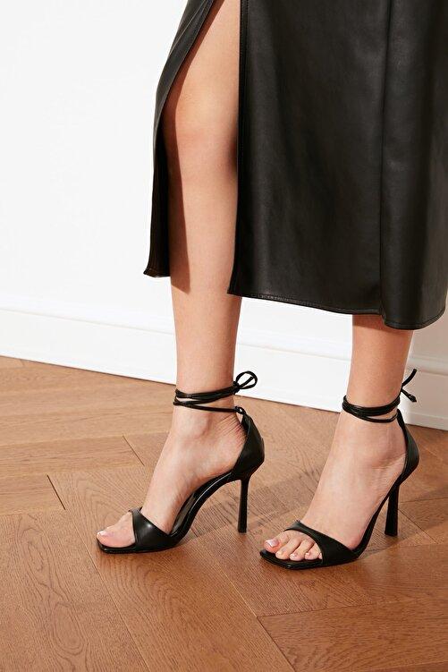 TRENDYOL SHOES Siyah Küt Burunlu Kadın Klasik Topuklu Ayakkabı TAKSS21TO0040 1