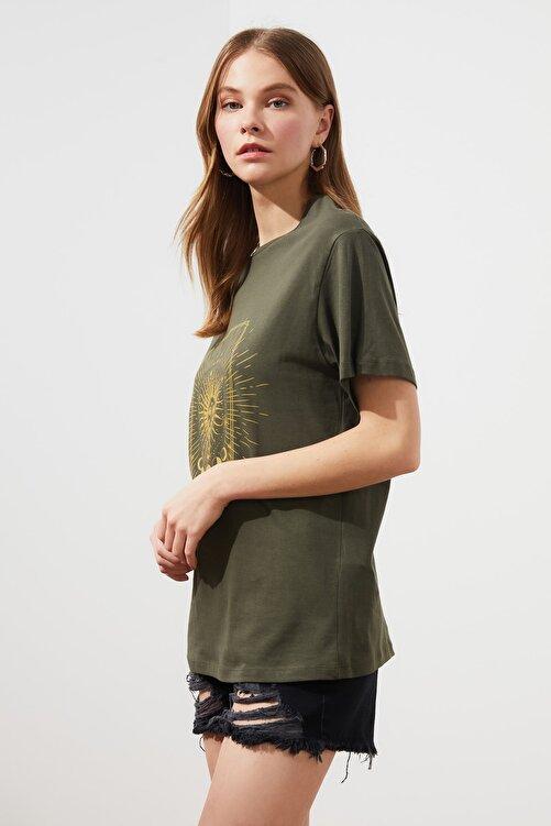 TRENDYOLMİLLA Haki Baskılı Boyfriend Örme T-Shirt TWOSS20TS0247 2