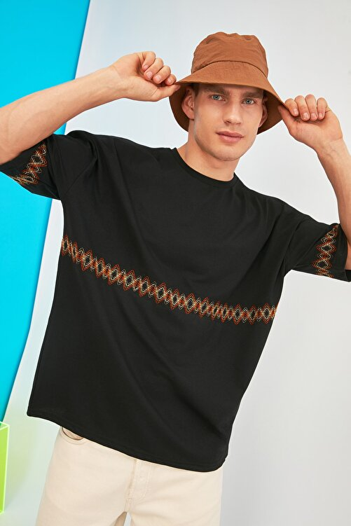 TRENDYOL MAN Siyah Erkek Oversize Bisiklet Yaka Kısa Kollu Nakışlı T-Shirt TMNSS21TS1889 2