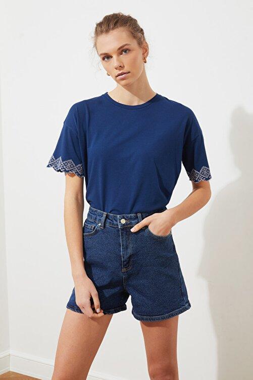 TRENDYOLMİLLA Lacivert Dantel Detaylı Brodeli Örme Bluz TWOSS20BZ1587 2