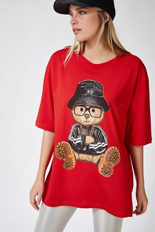 Happiness İst. Kadın Kırmızı Baskılı Oversize Uzun Penye T-shirt ZV00105 1