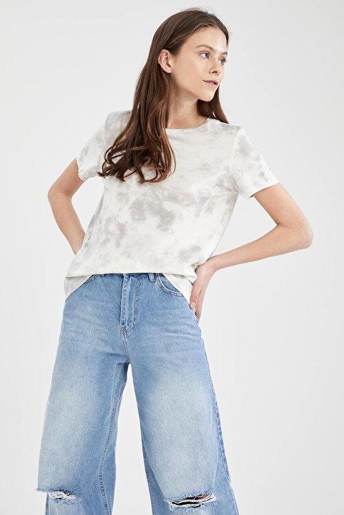 DeFacto Kadın Beyaz Batik Desenli Relax Fit Kısa Kollu T Shirt 1
