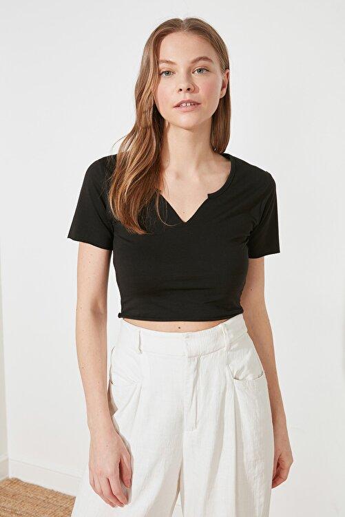 TRENDYOLMİLLA Siyah Crop Yaka Detaylı Örme T-Shirt TWOSS21TS1679 1