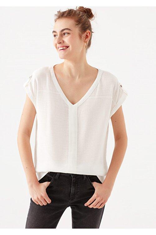 Mavi Kadın V Yaka Beyaz Tişört 1