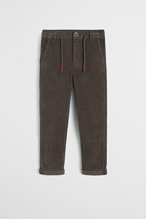 MANGO Kids Donuk Yeşil Erkek Çocuk İnce Fitilli Kadife Düz Kesim Pantolon 53035757 2