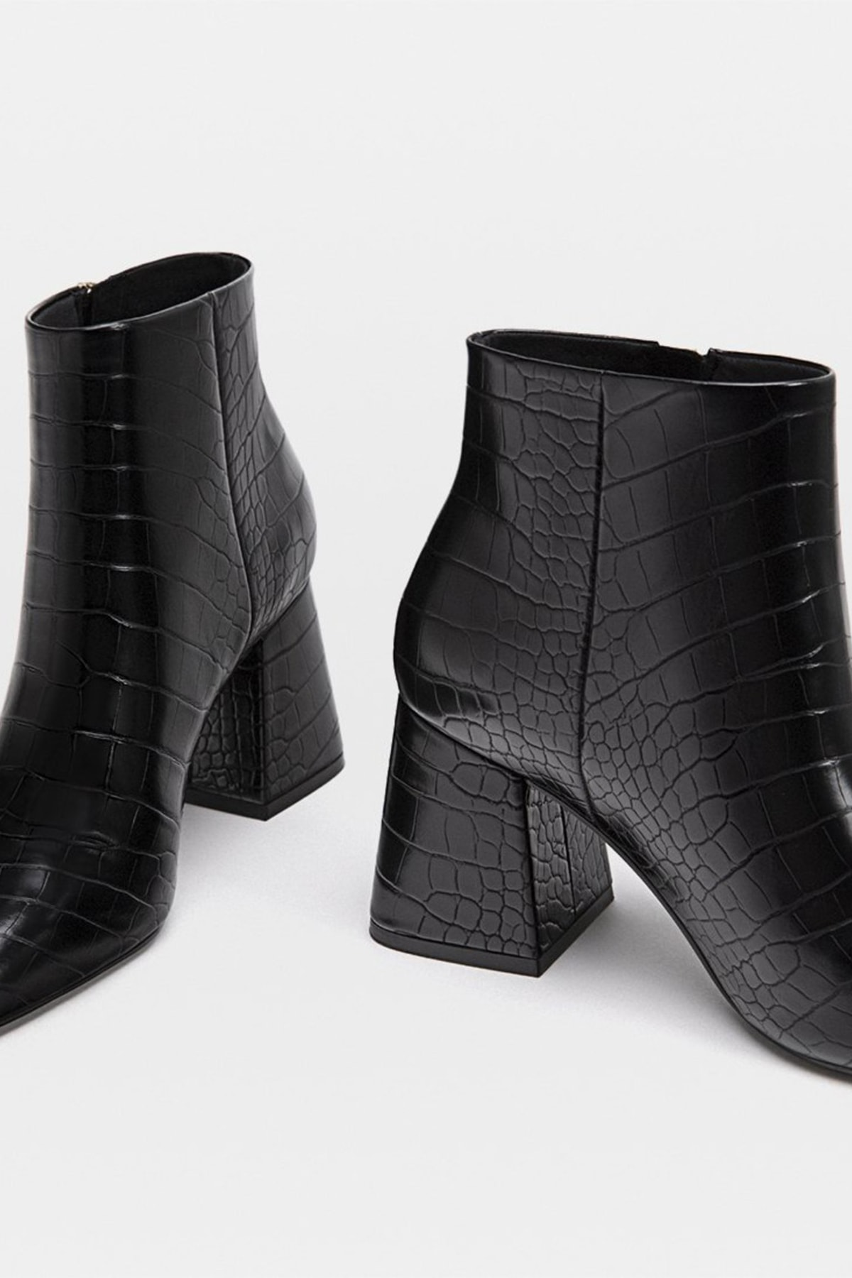 Stradivarius Kadın Siyah Yüksek Topuklu Kabartmalı Bilekte Bot 16880041 2