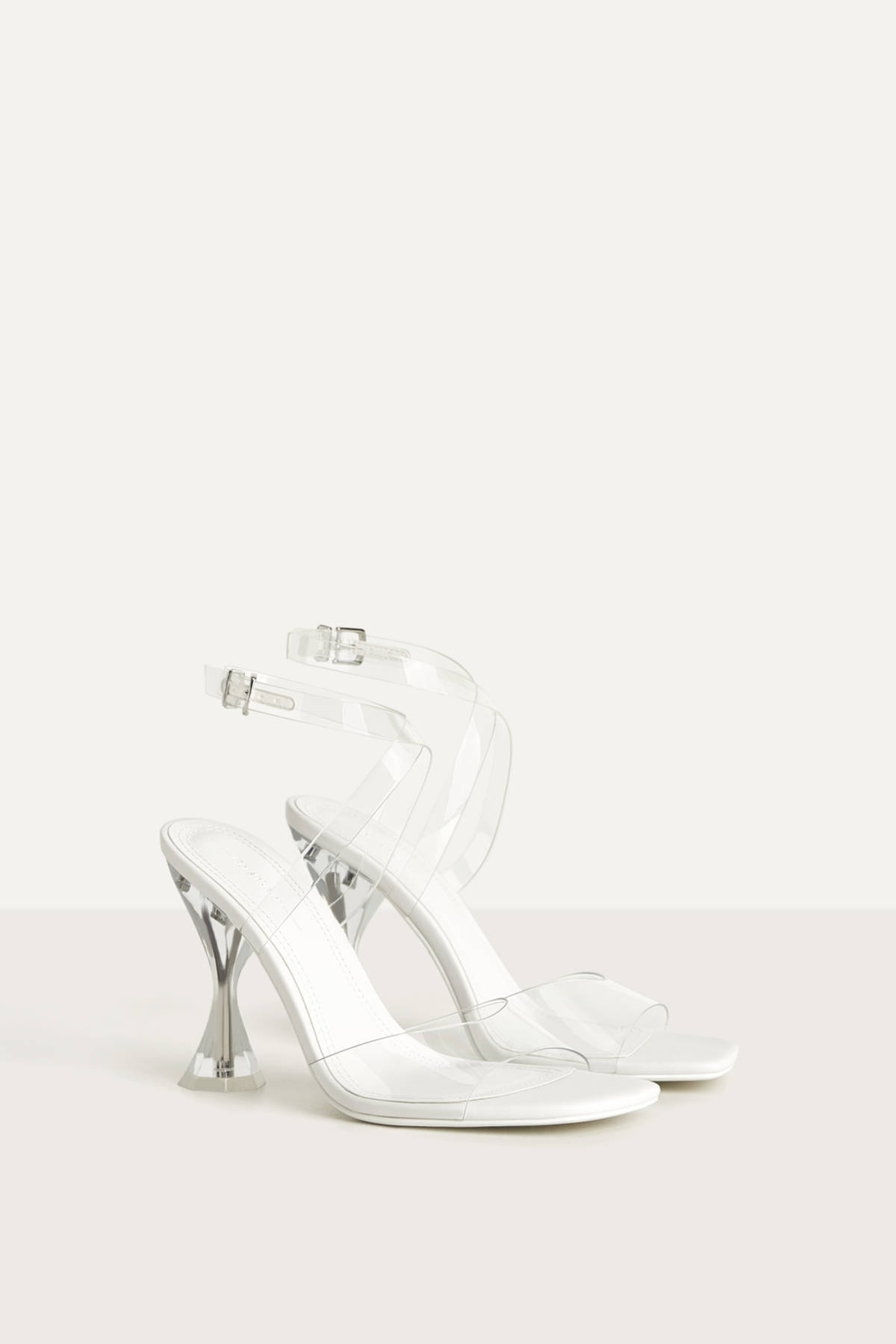 Bershka Kadin Transparan Vinil Bantli Ve Metakrilat Yuksek Topuklu Sandalet 11940560 Trendyol