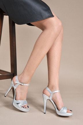 تصویر از Kadın  Gümüş Klasik Topuklu Ayakkabı VZN20-050Y