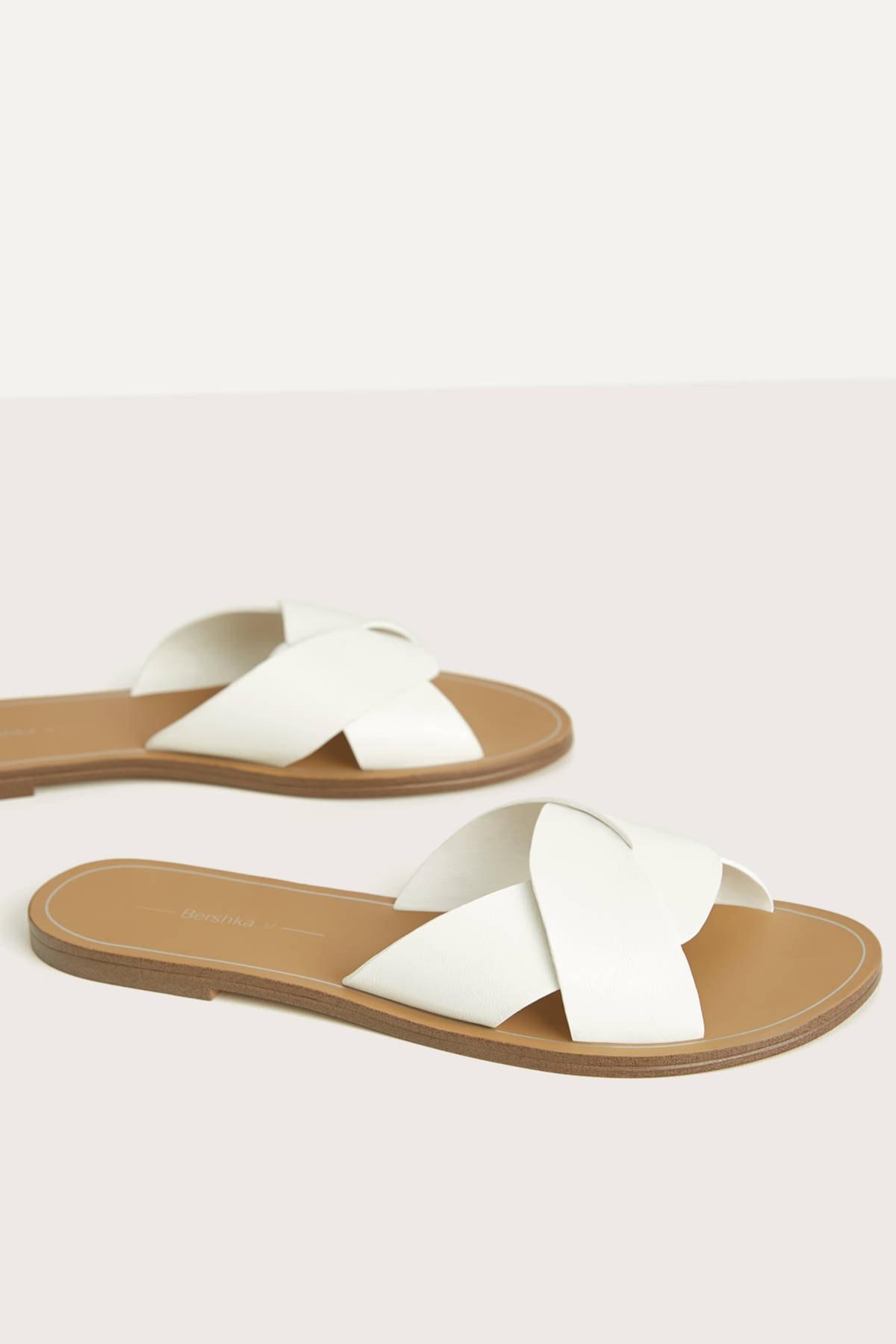 Bershka Kadın Beyaz Çapraz Bantlı Düz Sandalet 11800561 0