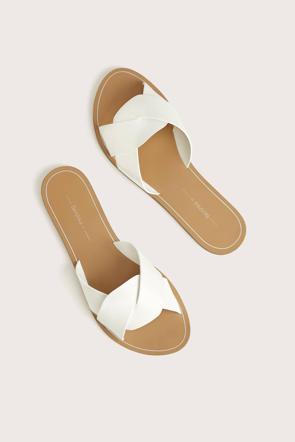 Bershka Kadın Beyaz Çapraz Bantlı Düz Sandalet 11800561 2