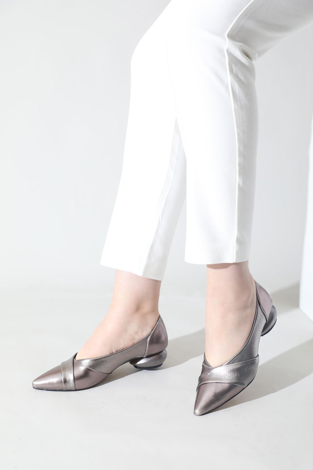 Kadın Platin Parlak Sivri Burun Ayakkabı