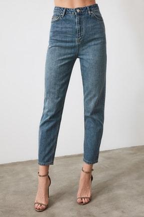 TRENDYOLMİLLA Mavi Yüksek Bel Mom Jeans TWOAW21JE0223 4