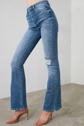 TRENDYOLMİLLA Mavi Yırtık Detaylı Yüksek Bel Flare Jeans TWOAW21JE0085 4
