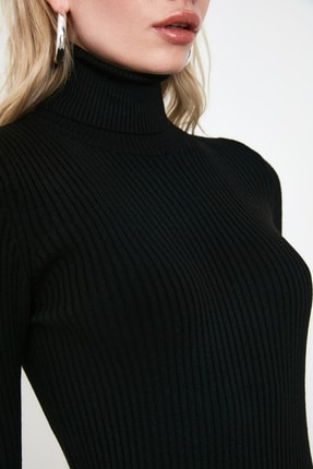TRENDYOLMİLLA Siyah Kol Ucu Volanlı Triko Elbise TWOAW20YN0005 2